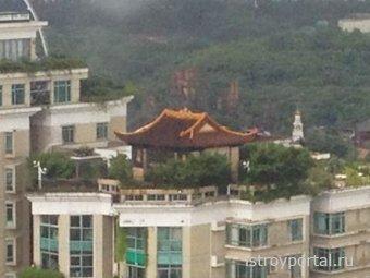 В Китае нашли незаконно построенный храм на крыше дома