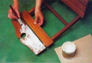 Свойство мебели быстро состариться может быть весьма полезным для интерьера