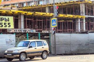 Московские политики регламентировали цвета заборов на стройках