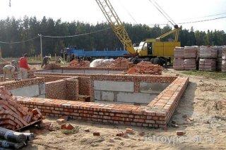 Как вырыть котлован под фундамент дома?