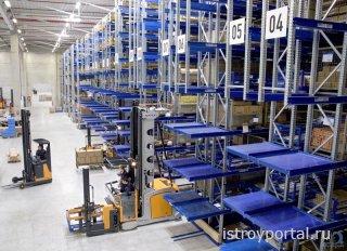 Какое складское оборудование используется для эксплуатации логистического ц ...