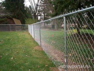 Как создаётся забор из сетки-рабицы: основные этапы