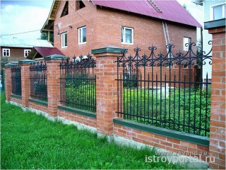 Какой забор можно установить на своем загородном участке?