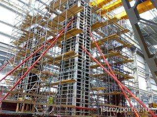 Использование опалубки и строительных лесов при возведении многоэтажных зданий